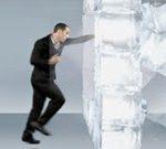 Đấm vỡ tường băng